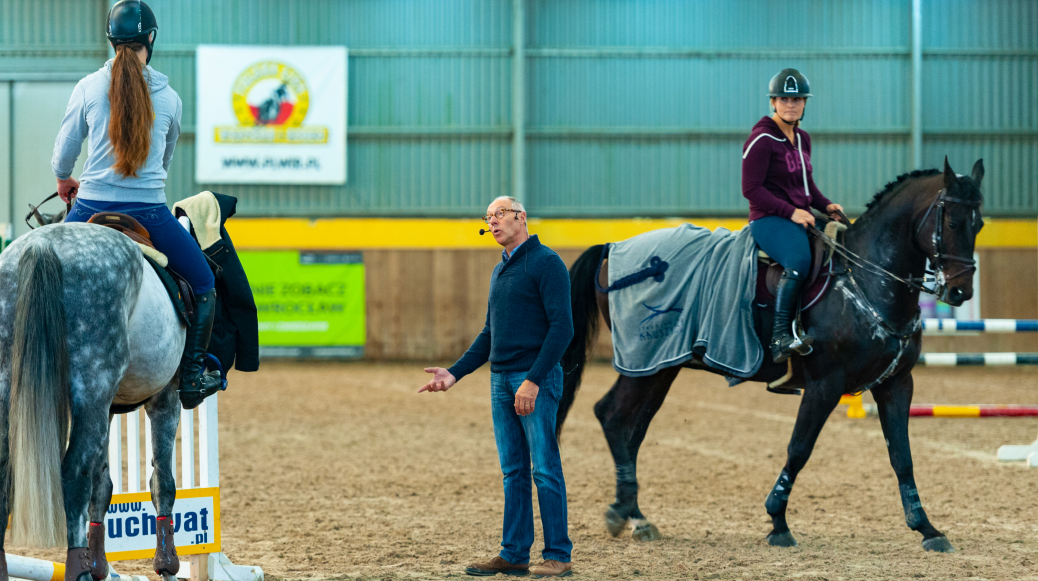 img: Group B – learning how to ride a horse on a lunge